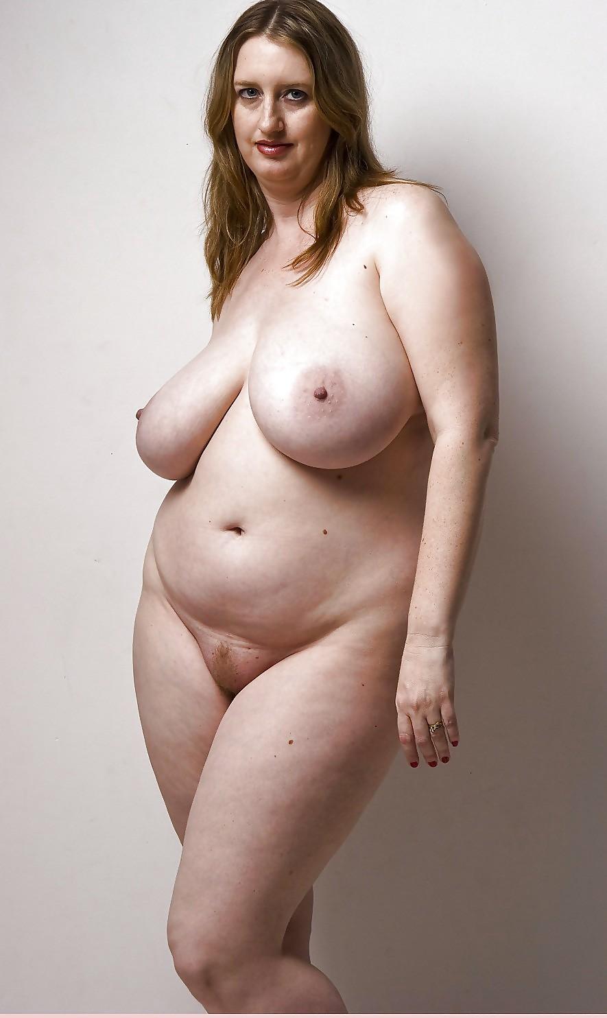 sexy girl peeing nude