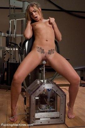 nude photos of leysi suarez