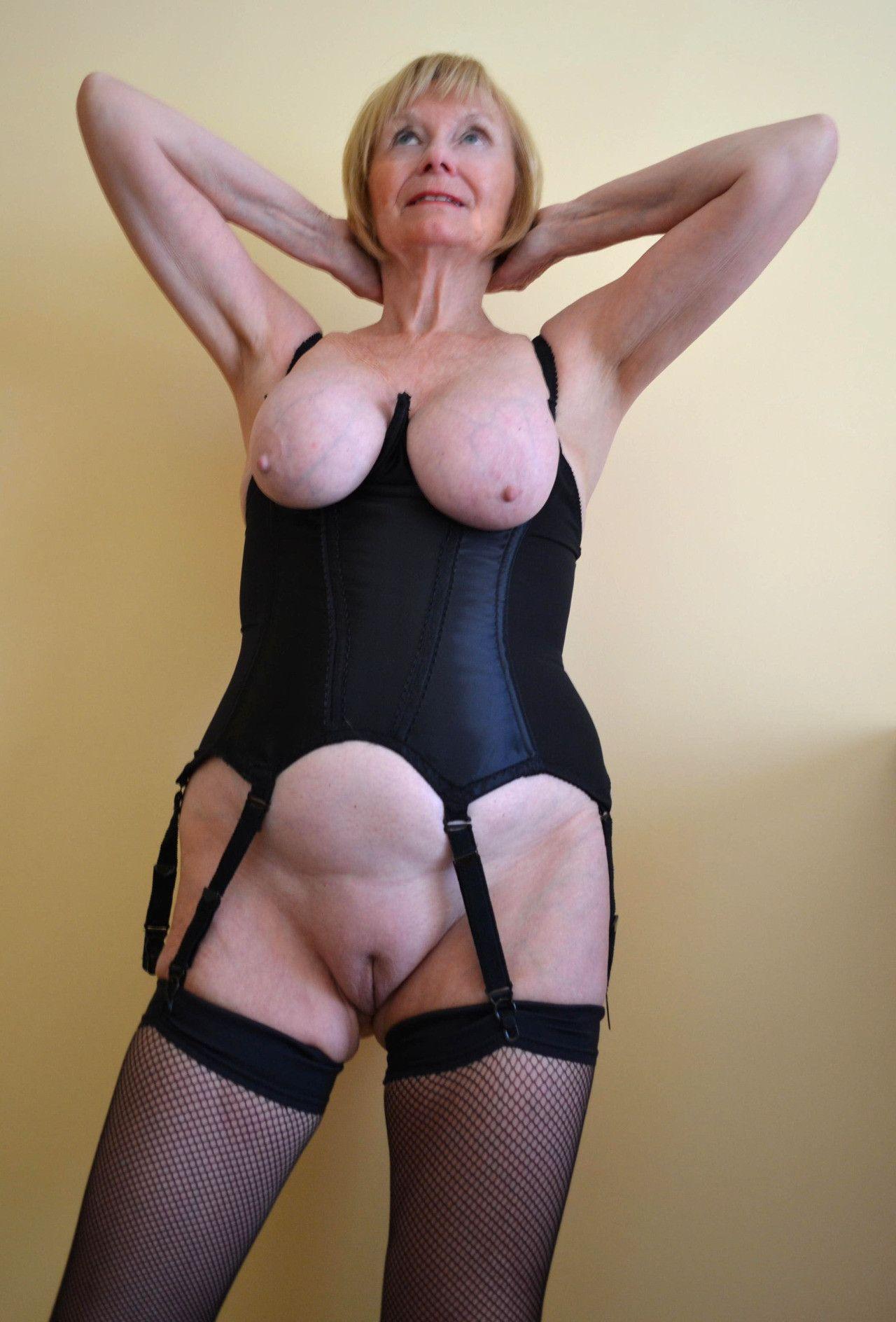 candid boob pic